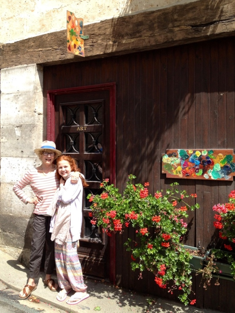 Megan and Carla - two art chicks collaborate in Southern France (1/2)